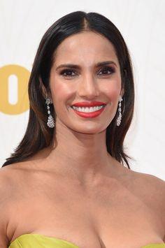 Pin for Later: Zoom Sur Tous les Beauty Looks des Emmy Awards Padma Lakshmi