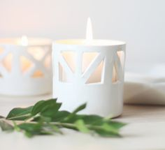 Throw An All White Party With These Ideas For Food And Decorations / Simple white tealights help to create an elegant all white party.