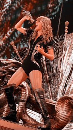 Taylor Swift Hot, Concert Taylor Swift, Taylor Swift Album, Taylor Swift Tumblr, Taylor Swift Dresses, Taylor Swoft, Taylor Swift Wallpaper, American Music Awards, Lgbt