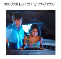 IT WAS SO DRAMATIC! What really got me is how torn apart Troy was, and how strong Gabriella was. It was a real gender role reversal that stuck with me. Really Funny Memes, Funny Relatable Memes, Stupid Funny, Funny Texts, Hilarious, Hamilton Musical, High School Musical, Old Disney, Disney Love