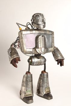 Mike Rivamonte: How to Begin Found Object Art, Found Art, Metal Robot, Arte Robot, Robots Characters, Vintage Robots, Sculpture Metal, Biscuit, Scrap Metal Art