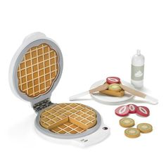 Lekemat I Tre - Kids Concept Bistro Vaffeljern - minikids. Red Waffle, Waffle Iron, Kitchen Time, Toy Kitchen, Kitchen Appliances, Nursery Storage, Toy Storage, Play Kitchen Accessories, Highlights Kids