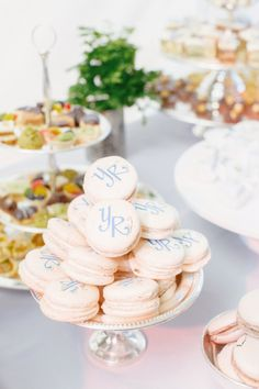 Add a personal touch to your desserts with your wedding initials. These macarons look too pretty to eat! Photo: Ryan and Heidi. Dessert Party, Dessert Table, Dessert Ideas, Wedding Desserts, Mini Desserts, Wedding Cakes, Party Wedding, Dream Wedding, Macarons