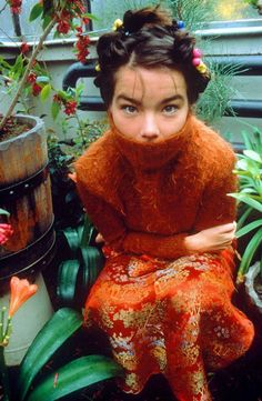 Bjork also flawlessly pulls off the all orange looks. Her turtle neck looks totally cozy and is actualized by her gorgeous embroidered floor length skirt. I love everything about this outfit.