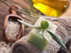 Benefits of Olive Oil in Skin Care - Basic Skin Care Tips Listerine, Melaleuca, Olives, Olive Oil Skin, Skin Oil, Olive Oil Benefits, Dry Skincare, Soap Making Recipes, Whipped Body Butter