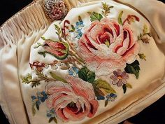 Beautiful embroidered vintage purse...
