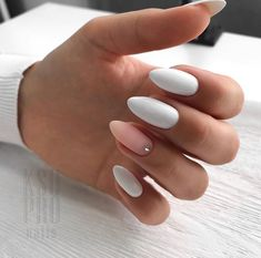 False nails have the advantage of offering a manicure worthy of the most advanced backstage and to hold longer than a simple nail polish. The problem is how to remove them without damaging your nails. Cute Acrylic Nails, Matte Nails, Fun Nails, Oxblood Nails, Shellac Nails, Pink Nail Colors, Nail Polish Colors, Candy Colors, Color Nails