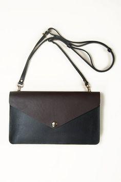 Veja Envelope Bag Black Carve