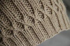 Ravelry: Matt's Hat – Knitting patterns, knitting designs, knitting for beginners. Bonnet Crochet, Knit Or Crochet, Stitch Patterns, Knitting Patterns, Crochet Patterns, Knitting Ideas, Knitting Stiches, Hand Knitting, Cable Knitting
