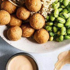Boulettes de tofu Tofu Recipes, Low Carb Recipes, Vegetarian Recipes, Healthy Recipes, Crispy Tofu, Balls Recipe, Food Porn, Good Food, Food And Drink
