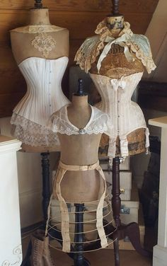 Lovely antique dress forms and corsets Dress Form Mannequin, Vintage Mannequin, Vintage Corset, Vintage Outfits, Vintage Dresses, Vintage Fashion, Antique Clothing, Historical Clothing, Lingerie Vintage