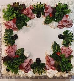 Sandwich Cake, Sandwiches, Everyday Food, Floral Wreath, Food And Drink, Yummy Food, Baking, Party, Desserts