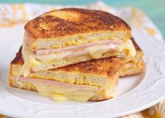 This is a true croque-monsieur Grilling Recipes, Cooking Recipes, Healthy Recipes, Healthy Food, Cooking Ideas, Grilled Ham And Cheese, Monte Cristo Sandwich, Wrap Sandwiches, Weight Watchers Meals
