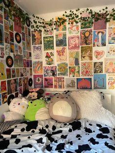Indie Room Decor, Cute Bedroom Decor, Room Design Bedroom, Room Ideas Bedroom, Aesthetic Room Decor, Aesthetic Indie, Aesthetic Vintage, Bedroom Inspo, Quirky Bedroom
