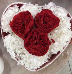Ho visto che l'amore cambia il modo di guardare. (Luciano Ligabue)   Dettagli allestimento di S.Valentino 2016 by Euroflora srl