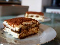 Oggi vi presento il dolce più amato dagli italiani ed anche il più conosciuto al mondo, stiamo parlando di sua maestà il Tiramisù. Un dolce buonissimo con crema di mascarpone e biscotti savoiardi imbevuti di caffè. Una vera delizia.