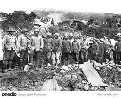 Hiç Görmediğiniz 18 Fotoğraf ile Çanakkale Savaşı. Türk esirler, Anzaklar tarafından ağır işlerde çalıştırılırken..
