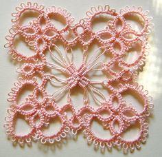 tatting+needlelace Bella piastrella quadrata! Non c'è lo schema, c'è la foto.