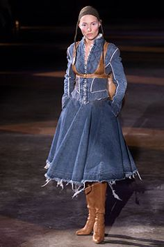 Alexander McQueen Fall 2002 Ready-to-Wear Fashion Show: Complete Collection - Style.com