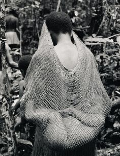Kombai woman and her baby, Irian Jaya (West Papua). Photographed by Frederic Lagrange. Date unknown Cultures Du Monde, World Cultures, We Are The World, People Around The World, Mama Baby, Art Premier, Baby Kind, Big Baby, Baby Boys