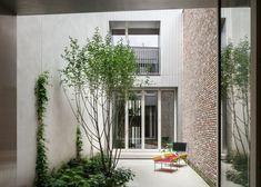 NU architectuuratelier, Stijn Bollaert · House on Bagattenstraat · Divisare Minimalist Architecture, Contemporary Architecture, Patio Interior, Outdoor Spaces, Outdoor Decor, Minimal Home, Elegant Homes, Great View, Ramen