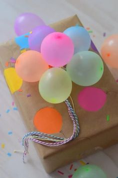 Creative Gift Wrapping, Creative Gifts, Gift Wrapping Ideas For Birthdays, Wrapping Gifts, Creative Ideas, Creative Birthday Gifts, Paper Wrapping, Diy Birthday Wrapping Ideas, Creative Things