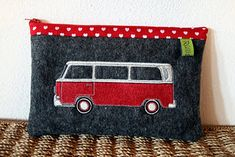 Bully Vw, Reuse Fabric, Quilted Bag, Couture, Vw Bus, Purses And Bags, Applique, Coin Purse, Pouch