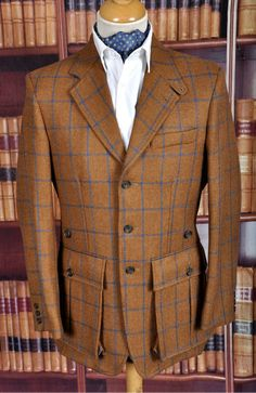 Very, very nice indeed Sir. Mens Fashion Suits, Mens Suits, Designer Suits For Men, Hunting Jackets, Tweed Suits, Safari Jacket, Herren Outfit, Well Dressed Men, Gentleman Style