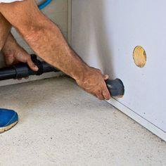 Mettre en place des tubes PVC jusqu'aux percements réalisés dans le mur. Tube Pvc, Le Tube, Pac Piscine, Local Technique, Place, Liner, Heat Pump System, Gate Valve, Southern Homes