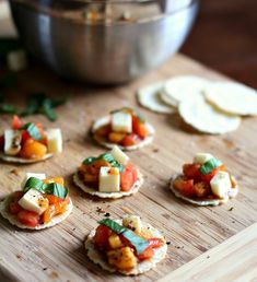 Caprese Crackers 5 Giant Cookie Recipes - perfect for sharing and ready in only 20 minutes! Healthy Work Snacks, Healthy Recipes, Healthy Foods, Healthy Dishes, Healthy Eating, Giant Cookie Recipes, Tapas, Healthy Crackers, Appetizer Recipes
