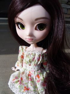 Pullip Doll Full Custom Alexandra  (Realistic eyebrows, lips like flower petals, and Titanite Sphene colored eyechips make up this natural looking girl.)