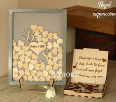 Bienvenue amis! Ce commentaires livre, mariage livre d'or alternative goutte boîte en bois dans un cadre gris avec votre monogramme et le cœur. 3d signe le livre d'or idées d'ombre. Le livre d'or exclusif est fait à la main pour vous. L'ensemble comprend un cadre personnalisé de gris et
