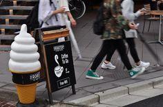東京是個所有機能皆為「不想打擾他人」原則存在的都市,完善的SOP讓旅人可以安靜優雅地完成所有想做的事。如果你希望享受全然孤獨,當然可以全程緘默;但若你還是想保有跟人的連結,這19句日文或許可以派上用場。(標紅字的部分是重要關鍵字,無法背下來也沒關係,歡迎列印下來使用)