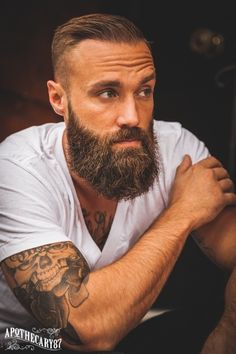 How to grow a full, thick and dense beard. – Men's Hairstyles and Beard Models Beard Game, Epic Beard, Full Beard, Great Beards, Awesome Beards, Beard Styles For Men, Hair And Beard Styles, Bart Tattoo, Sexy Bart