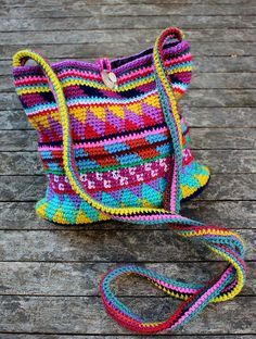 [Free Pattern] How To Crochet A Gorgeous Bag Using Leftover Yarn - http://www.dailycrochet.com/free-pattern-how-to-crochet-a-gorgeous-bag-using-leftover-yarn/
