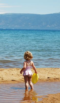 Baldwin Beach at Lake Tahoe is a great beach for families with an easy access by car. There are picnic tables, bathrooms, kayak and paddleboard rentals open during the summer. Come early and claim your spot. #LakeTahoeBeaches #LakeTahoe