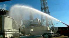 47. On 19th, water is sprayed into the reactor 3 for 7 hours. / El día 19, se proyecta agua sobre la unidad 3 durante 7 horas.