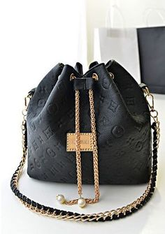 xx Queen For Dinner Clothing, Shoes & Jewelry : Women : Handbags & Wallets… Fashion Handbags, Purses And Handbags, Fashion Bags, Gucci Fashion, Chanel Handbags, Luxury Purses, Luxury Bags, Sacs Design, Cute Purses