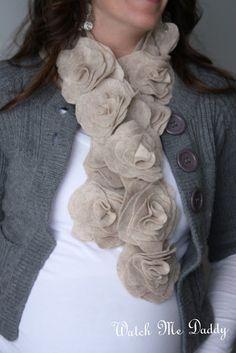 E scritto sul muro: uno stile di capelli Sbuffo, una sciarpa in feltro e una frangia sciarpa fai da te