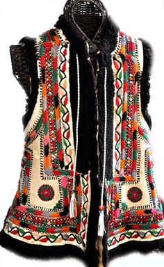 Rumanian vest front embroidery on leather early c (archives sold Singkiang) Tribal Fashion, 70s Fashion, Love Fashion, Fashion Design, Folk Clothing, Historical Clothing, Hippy Chic, Boho Chic, Gypsy Style