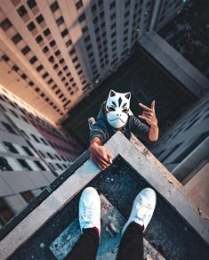 Best funny roofing pictures, images & pics by Roofing Portal Parkour, Photography Poses For Men, Urban Photography, Kitsune Mask, Pictures Images, Streetwear Fashion, Korean Streetwear, Rooftop, Cool Photos