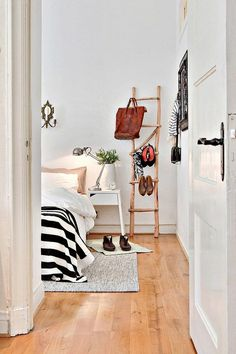 Fun bedroom style and design ideas - Looking for bedroom decorations ideas? Find bedroom accessories to give the room a boost of personality. Click the link for more information. Home Staging, Home Bedroom, Bedroom Decor, Calm Bedroom, Budget Bedroom, Bedroom Inspo, Bedroom Ideas, Master Bedroom, Decoracion Low Cost