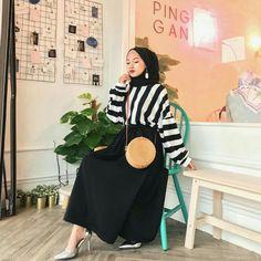 Genç Tesettür Casual Hijab Outfit, Casual Skirt Outfits, Hijab Dress, Muslim Dress, Modest Outfits, Cute Outfits, Islamic Fashion, Muslim Fashion, Modest Fashion