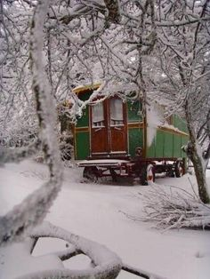 Gypsy caravan in winter.Street wheels for life on the road. Gypsy Caravan, Gypsy Wagon, Gypsy Trailer, Bohemian Gypsy, Gypsy Style, Boho Style, Hippie Style, Bohemian Clothing, Bohemian Design