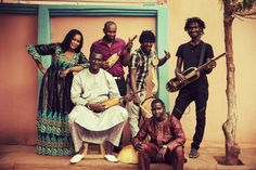 """Bassekou Kuyaté & Ngoni Ba in concerto """"Miri"""".  ngoni solista: Bassekou Kuyaté voce solista: Amy Sacko ngoni basso: Mamadou Kuyaté diverse percussioni (yabara, tama): Mahamadou Tounkara calebasse, hi-hat, piatti: Moctar Kuyaté ngoni medio: Abou Sissoko;  L'ultimo album del gruppo, """"Miri"""", è un inno all'amore, alla famiglia e all'amicizia. La canzone strumentale del titolo scorre come un fiume.  lunedì 27 febbraio 2020 - MAST (Bologna)  ph. Thomas Dorn"""