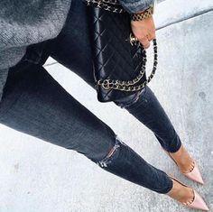 street style, ripped jeans, gray sweater, black Chanel, nude pumps