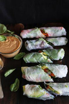 Fresh summer rolls with basil, avocado, kale & spicy garlic peanut sauce