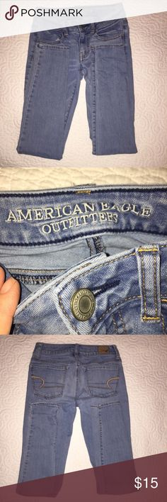 American Eagle skinny jeans 00 American Eagle skinny jeans 00 medium blue color. No stains, rips or holes. Smoke and pet free home. American Eagle Outfitters Jeans Skinny