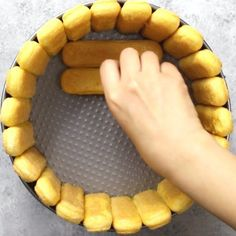 This photo shows how to arrange ladyfingers inside of a cake mold to make a Mango Cheesecake Charlotte Mango Desserts, Mango Pie, Mango Cheesecake, Cheesecake Recipes, Make Ahead Desserts, No Bake Desserts, Delicious Desserts, Dessert Recipes, Gourmet