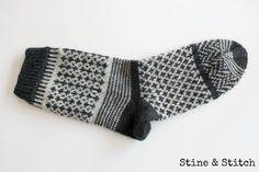 Neues von Socke No 2 (Stine & Stitch) – knitting socks – Knitting for Beginners Knitting Socks, Baby Knitting, Stine Und Stitch, Diy Knitting Projects, Knitting Patterns, Crochet Patterns, Sock Crafts, Patterned Socks, Knitting For Beginners